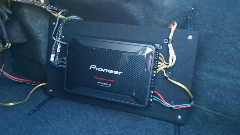 Pioneer GM-D9605 review test amp rack image